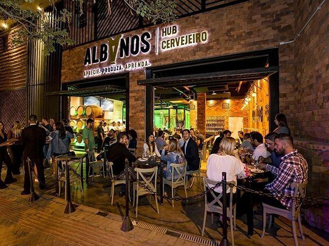 albanos bar